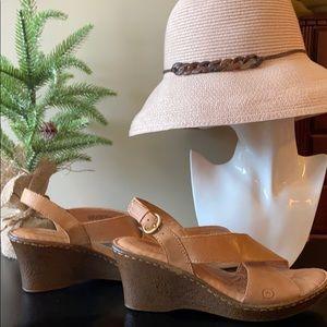 Born Sandals - Tan Leather - Size 8